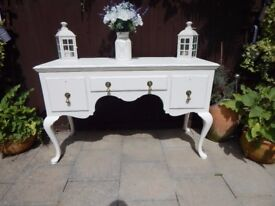 SHABBY CHIC QUEEN ANNE STYLE SIDEBOARD / BUFFET / DRESSER