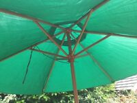 Large green parasol (water repellent)