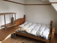 Double room at modern house shared bath 1 mile to t/station £120pw WIFI inc