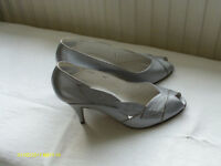 """SILVER """"RENATA"""" LEATHER SHOES SIZE 7 WITH CLUTCH BAG"""