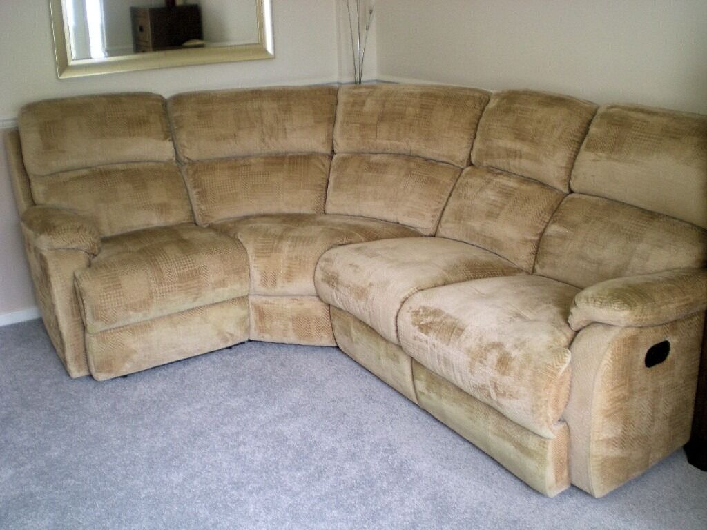 5 Seater Recliner Corner Suitein Northfleet, KentGumtree - For Sale, 6 Seater Corner Suite in Heavy Washable Beige Fabric Material. Both end arm chairs are recliners and have a pull lever that releases a foot rest for extra comfort. in excellent condition. Measurements are 244 cm (8 ft. ) on one side & 244...