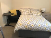 Newly refurbished room to rent in shared house near Oldham hospital and close to town centre.