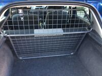 Travall Dog Guard for Renault Clio 2005-2012