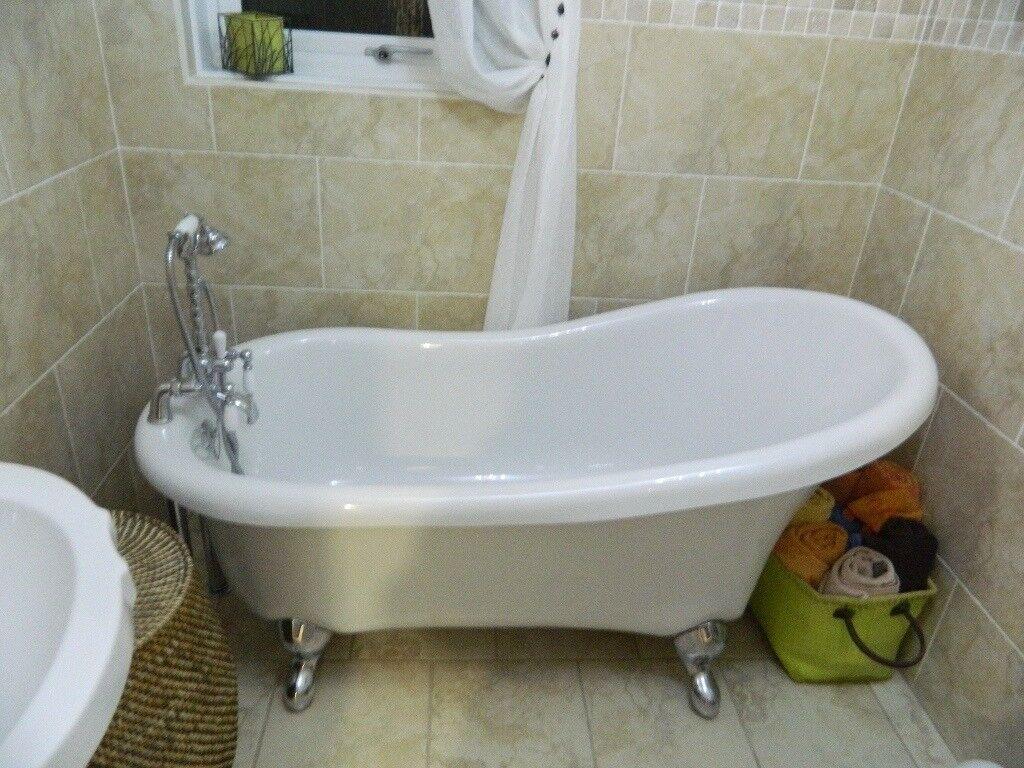 Roll Top Bath - chrome mixer taps / shower head/ bath feet ...