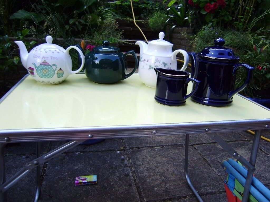 Teapot, soup bowl x6, mugs, decanter x2, plates, other variety of crockery