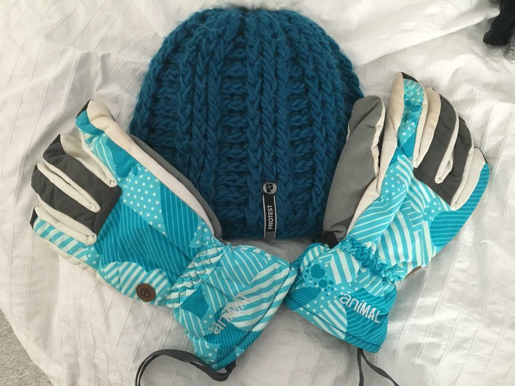 Ski snowboard hat and gloves