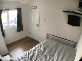 Small double bedroom in Chelmsford centre