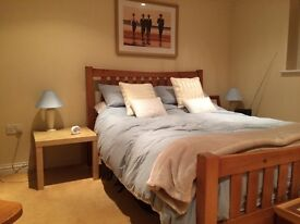 MON - FRI: Business Travellers Hotel Style Accommodation - Kingsize Beds - Ensuite fridge microwave