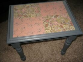 Shabby chic side table in solid wood, in grey with decoupaged top