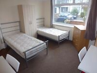 BIG TWIN ROOM TO RENT IN NORTH ACTON- CENTRAL LINE- ZONE 2