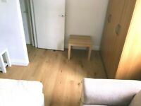 A double room rent in E13