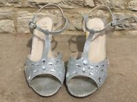 Size 7. Silver and diomond
