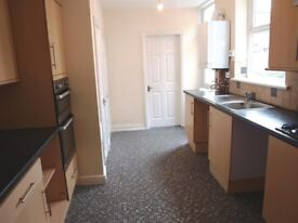 LARGE 5 BEDROOM HOUSE NEW CARPETS, NEWLY REFURBISHED, NEW KITCHEN 2 BATHROOMS & 2 LIVING ROOMS