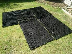Heavy duty rubber mat flooring drainage protector