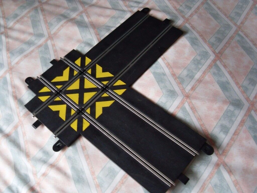 SCALEXTRIC SPORT TRACK 90 DEGREE ANGLE CROSSOVER