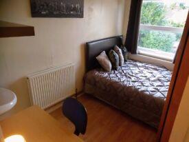 Fantastic en-suite room, all bills, NO DEPOSIT, WiFi with Graduates in Old Town Swindon