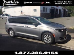 2017 Chrysler Pacifica Touring-L   LEATHER   HEATED SEATS   REAR