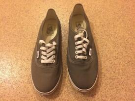 Vans Trainers (Different Sizes)