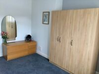 Cosy Large Double Room £450pm ALL IN / easy and clean house / young couple / professionals