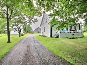 800 000$ - Domaine et villa à vendre à Scott