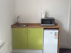 Very Large Bright room with ensuite and small kitchen area in Trowbridge