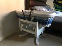 Moses basket and gliding stand