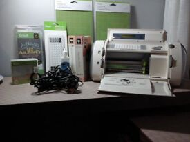 CRICUT PERSONAL CUTTER ELECTRONIC 6 month old rarely used