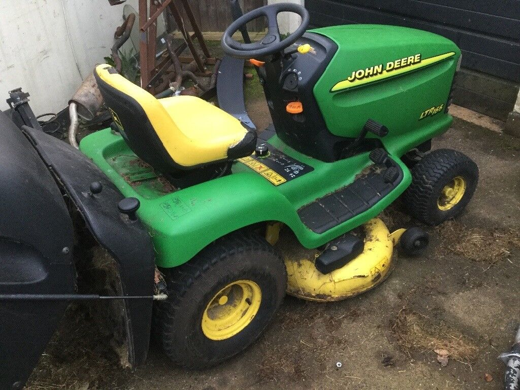 John Deere lt166 ride on mower 16 HP twin petrol engine hydro drive