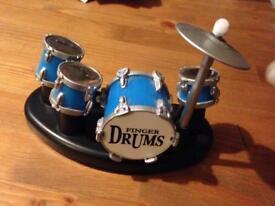 Idol hands finger drum kit