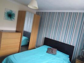 Well decorated rooms in pleasant street close to town centre