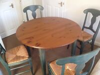 SOLID WOOD AND RATTAN/WICKER 4 CHAIRS CIRCULAR EXTENDING DINING TABLE SHABBY CHIC, LOVELY SET