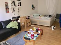 Double room in Swiss Cottage - couples welcome