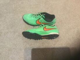 Nike magista indoor soccer boots UK size 5 - used but very good condition both soles + insoles fine