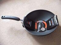 ( New ) Circulon Stirfry Pan / Wok, 28 cm - Black