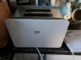 Beko 2 slice toaster. Only used for 1 month from new