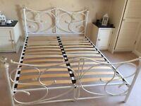 White Vintage bedframe