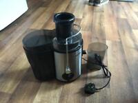 VEGETABLE / FRUIT JUICER (EXCELLENT CONDITION ) £25 ONO