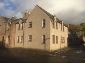 2 Bedroom Flat for sale. Close to town centre, Private parking, Fully fitted kitchen.