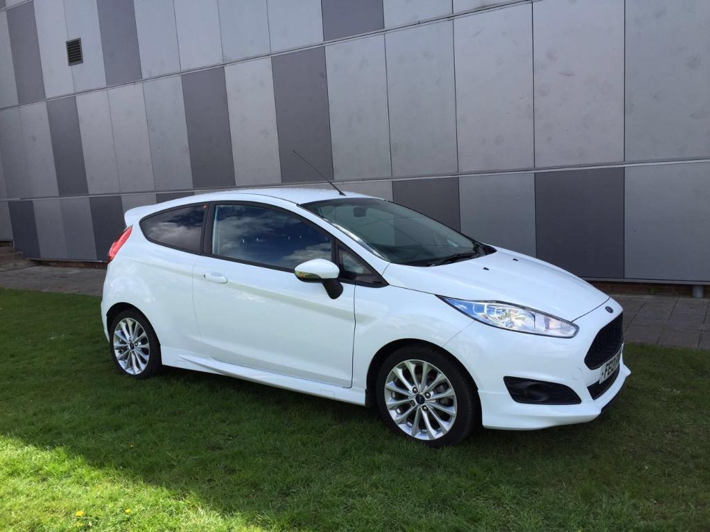 ford fiesta 1 0 ecoboost 125 zetec s 3dr white 2013 in. Black Bedroom Furniture Sets. Home Design Ideas
