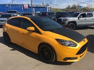 2013 Ford Focus ST/ HATCHBACK/ 252 HP / MANUAL
