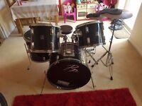 Drum kit £100