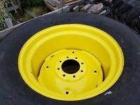 John Deere 22.5-16.1 (570-648) turf tyre on yellow rim