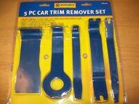 BRAND NEW 5 PCE CAR TRIM REMOVER SET