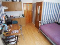 A Well Presented Self Contained Studio Flat N13