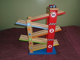 WOODEN RAMP RACER TOY