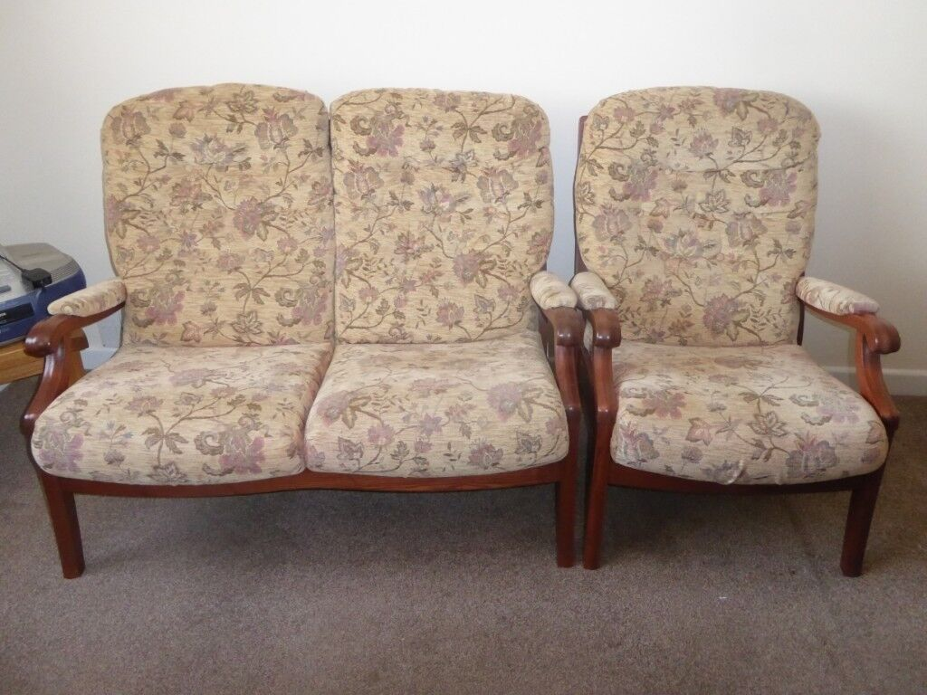 Cintique 2 Seater Settee And Arm Chairs Very Comfortable Country Cottage Style