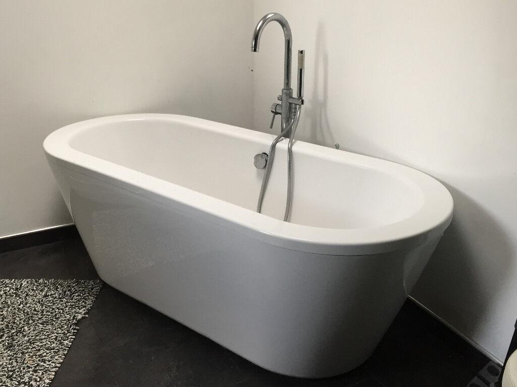 FLASH SALE - Free standing bathtub (white)