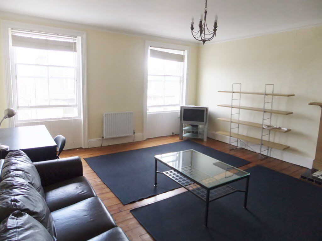 2 bedroom fully furnished top floor flat to rent on Forth Street, New Town , Edinburgh