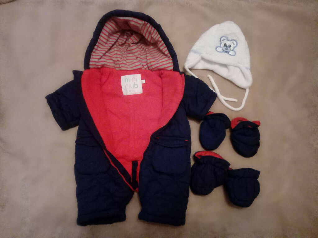 a9e8ed471bf First size snowsuit + baby hat with earflaps and ties under the chin