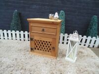SINGLE MEXICAN WOOD SIDE/BEDSIDE CABINET VERY SOLID UNIT AND IT'S IN EXCELLENT CONDITION